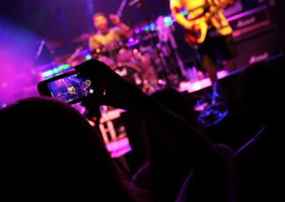 04-debuey-cameraPhone