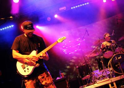04-debuey-guitarFingers
