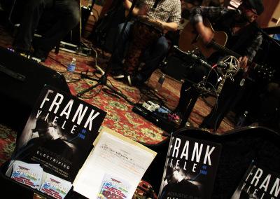 FrankViele-GuitarDisplay2